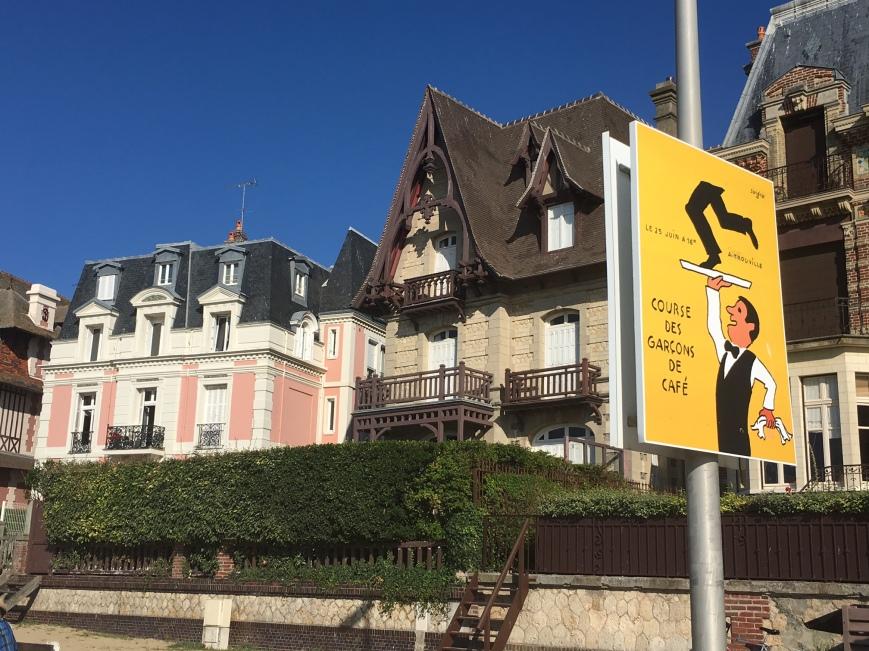 La Promenade Des Planches  Entre Deauville Et Trouville
